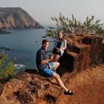 @instagram: Привет! Я Маша, а на фото  рядом Илюша) И мы уже побывали в нашем первом путешествии! (Давайте оговоримся сразу, в первом совместном путешествии, да и не первое оно, раз уж на то пошло)  Куда занесло нас в канун нового 2019 года? Индия ????????! Штат Гоа.