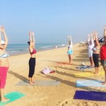 @instagram: Утренняя йога на пляже... это нужно испытать! Стоит ли говорить о купании после, какой же это кайф!???????????????? . За фото спасибо проходящему мимо профессору из Дели! . #гоа#индия#йогатур#йогатурвиндию#йогатурвгоа#йогатурвгоаизмосквы#йогатурвгоаизперм