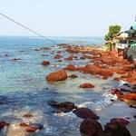@instagram: Арамболь - пляж со своей неповторимой атмосферой. Здесь точно стоит провести пару дней что бы ощутить её в полной мере.  Вагатор - что бы узреть всю красоту этого пляжа лучше подняться выше.  #арамболь #вагатор #vagatorbeach #vagator #arambolbeach #arambo