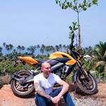@instagram: Наличие мотоцикла в Индии, это не роскошь, а необходимость;) хотя есть и минусы, начинаешь сильно лениться и даже до соседнего магазина между прогулкой 2 минуты и байком, выбор как правило остаётся за байком, так что приходится компенсировать другими физи