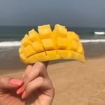 @instagram: Фрукты в ГОА - отдельная тема) можно конечно впасть прям во фруктовый запой, потому что они тааааакие здесь вкусные ???? Ананасы и манго, на мой взгляд, в ГОА  просто космические ???? Держу себя в руках - один фрукт в день, чтоб было не стыдно возвращатьс