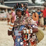 @instagram: Эти фото я честно признаюсь,стырила у отдыхающих ????????????,простите меня. Вот эта женщина нас пугала на пляже своим видом????Она тихо подкрадывалась, и хитренько так улыбалась????????????Папа называл её металлисткой????????Ведь на ней столько всего нав