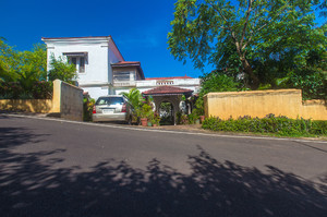 Orchard House — Luxury villa for rent in Pilerne