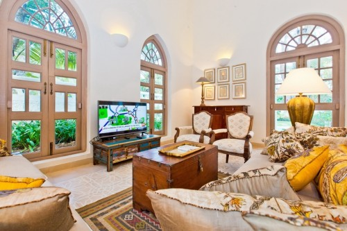 Comfortable sitting area with plazma TV