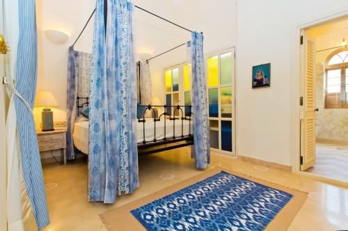 Spacious bedroom with en-suite bathroom
